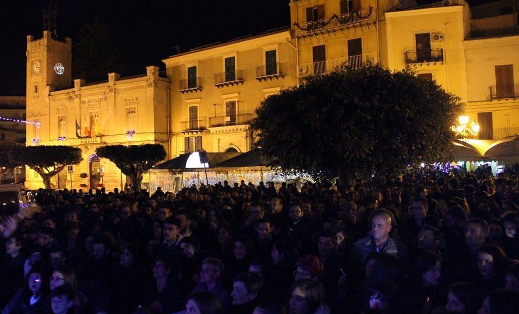 Alcuni momenti degli eventi in piazza a Licata