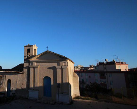 """Foto della chiesa e del """"piano"""" Quartiere a Licata"""