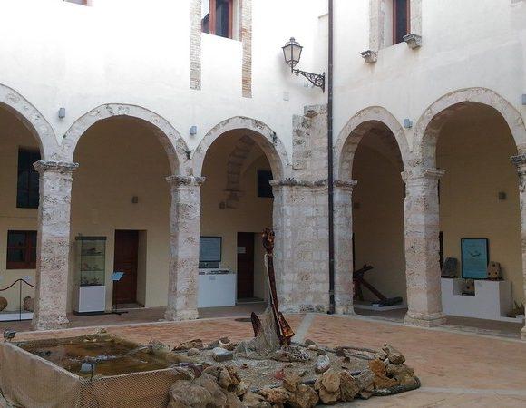Foto interno chiostro Sant'Angelo di Licata